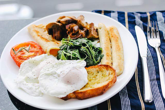 consume breakfast